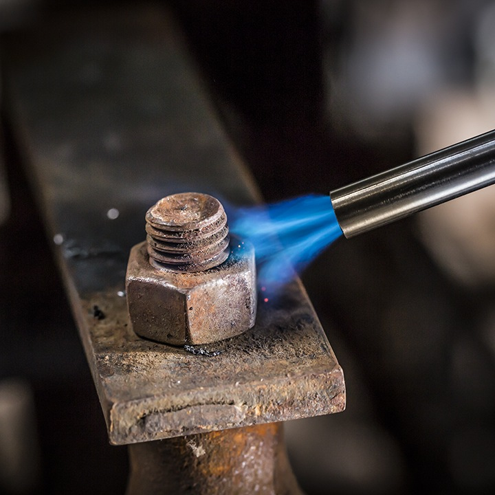 How To Loosen Rusted Bolts With A Torch